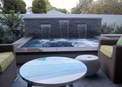 Orland Residence - Outdoor seating area and spa with waterfall