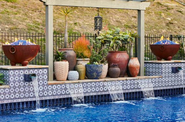 shady-canyon-pool-bar-hottub-fountain-02
