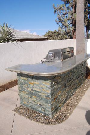BBQ with raised counter top