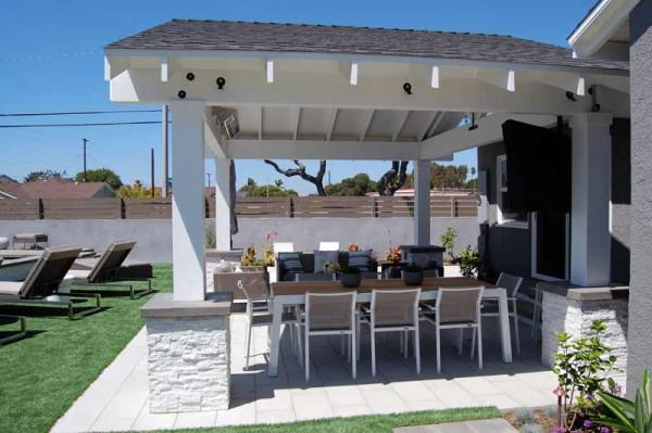 Outdoor kitchen with plenty of seating. Perfect for entertaining!
