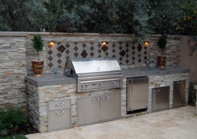 The Winns - Outdoor kitchen with top of the line equipment