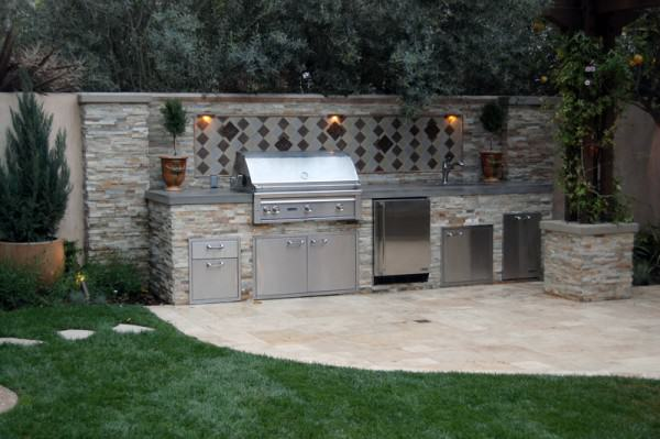 The Winns – Outdoor kitchen with top of the line equipment