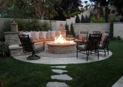 The Winns - Sitting bench wrapped around a fire pit